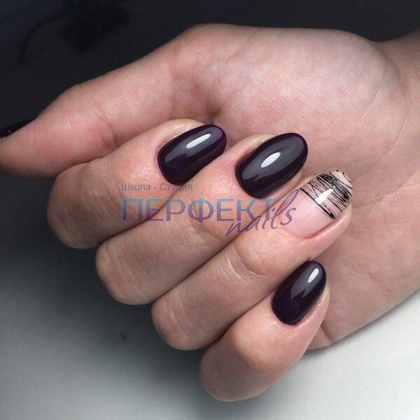 Маникюр с одним ногтем черного цвета
